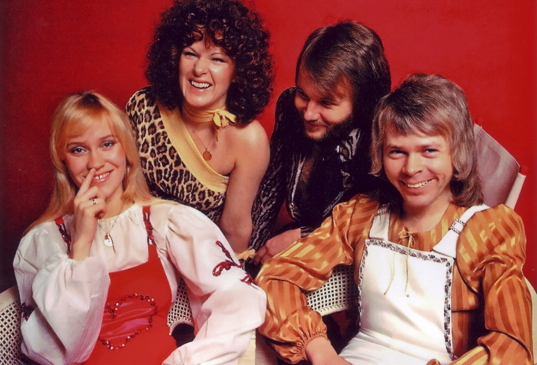 abba_agnetha_picks_nose