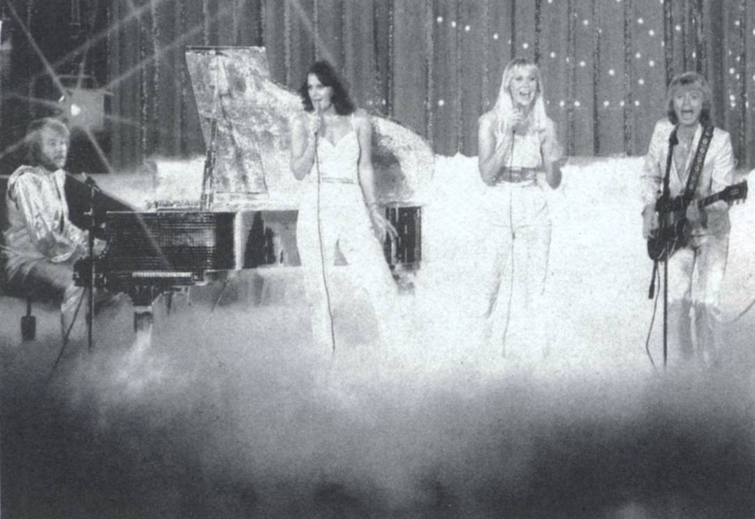abba_onstage_in_mist