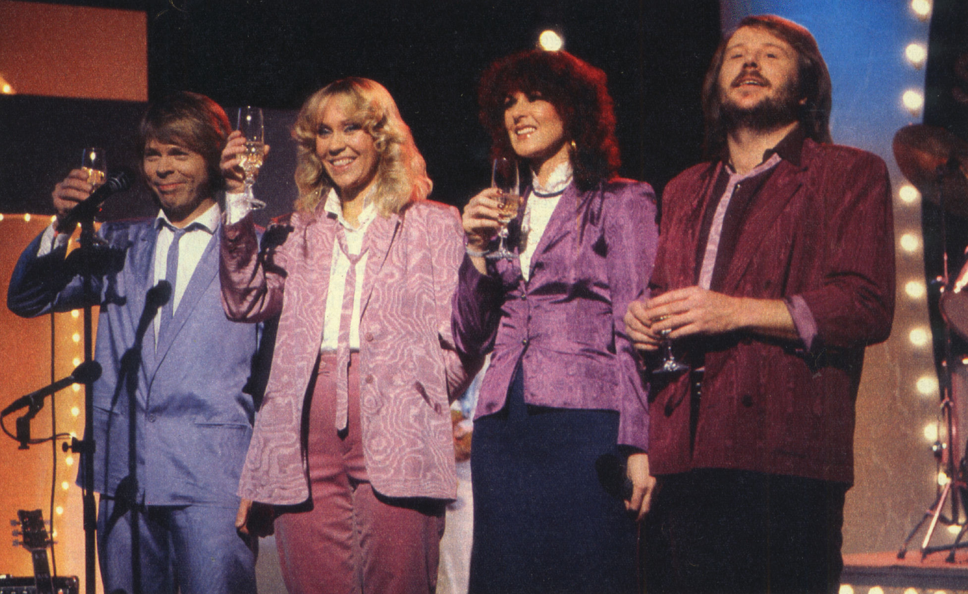 abba_onstage_twtia_cheers